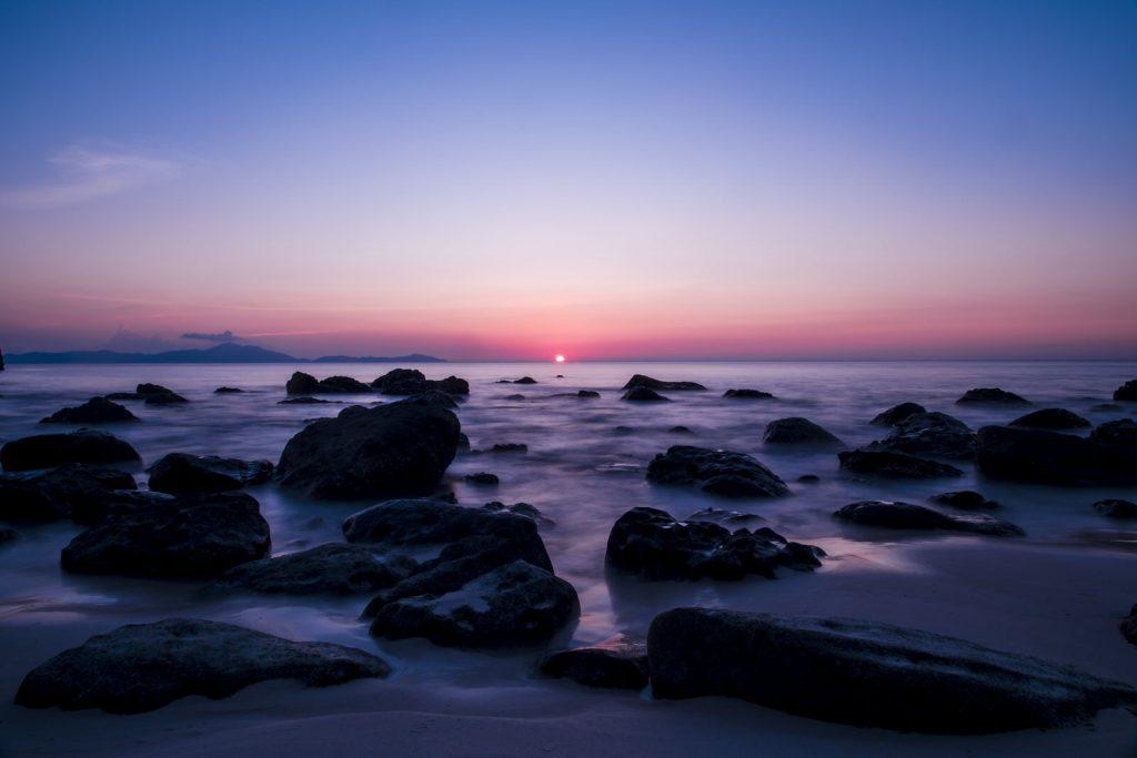 zonsondergang bij Batu Kapal
